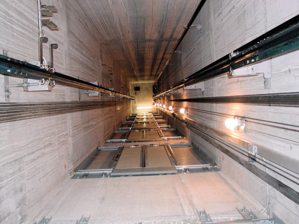 M12_Aufzug