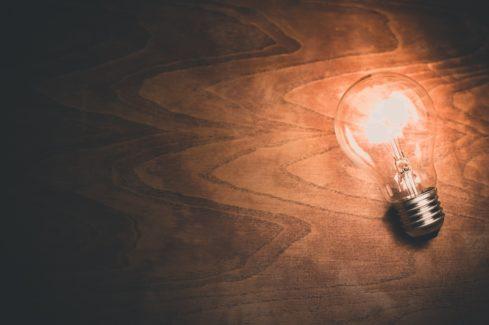 10A_light-bulb-1246043_1920